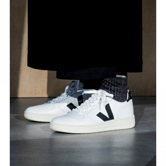 Veja V-10 Leather Trainers In Extra
