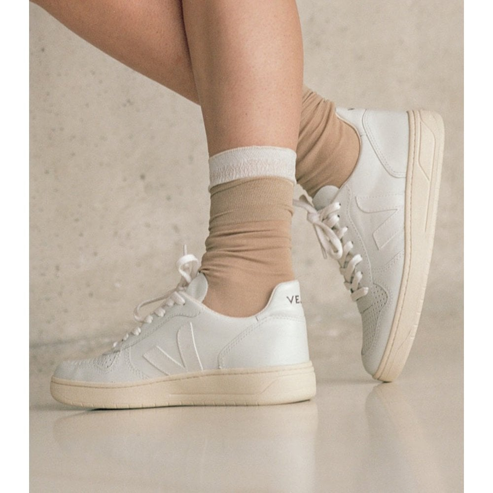 Veja V-10 Leather Trainers In Extra White